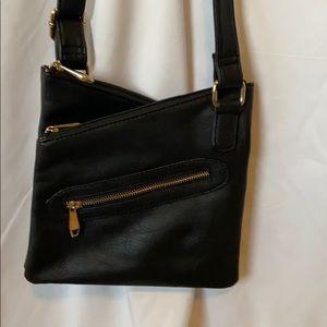 Crossbody purse with 3 big pockets